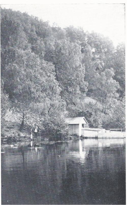 Odensjön med ett av sina badhus. Bilden tagen på 1930-talet.